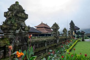 Pura Ulun Danu Bedugul and Tanah Lot temple tour
